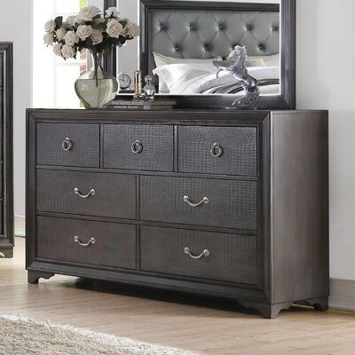 Rodeo Drive 7 Drawer Dresser