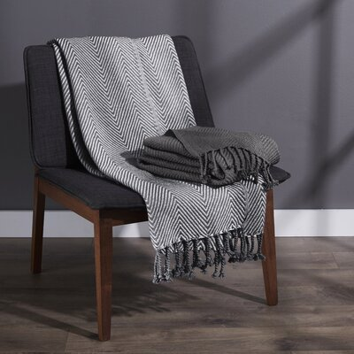 Elegancia Cotton Chevron Throw Blanket Color: Platinum