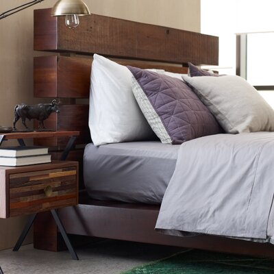 Iggy Platform Bed Size: Queen