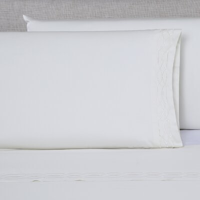 600 Thread Count Embroidered Pillowcase Size: Queen, Color: Ivory/Ivory