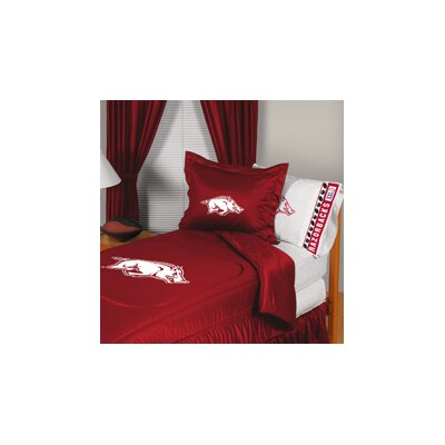 University of Arkansas Comforter Size: Full/Queen