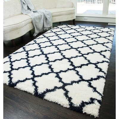 Dream Quatrefoil Ivory/Navy Area Rug Rug Size: Runner 23 x 8