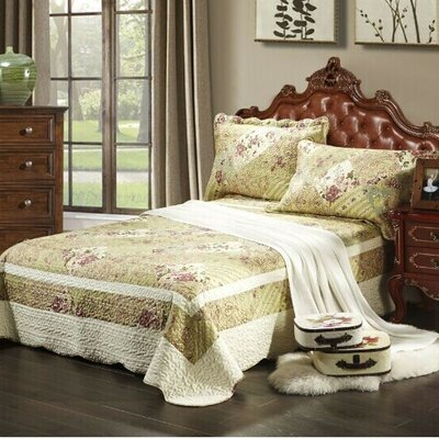 Forest Cottage Bedspread Set Size: California King