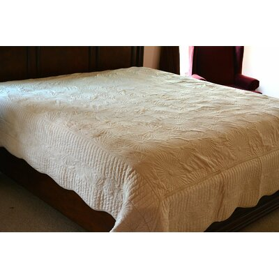 Coral Reef Coverlet Set Color: Cream, Size: Twin