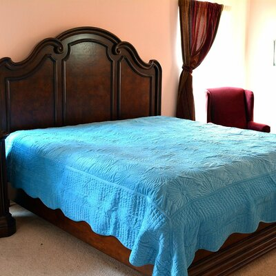 Coral Reef Coverlet Set Color: Blue, Size: Queen