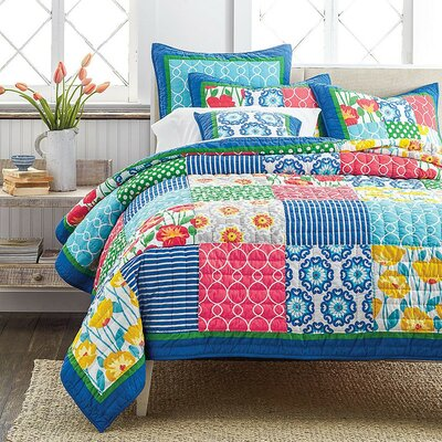 Dreamy Meadow Quilt Set Size: Queen