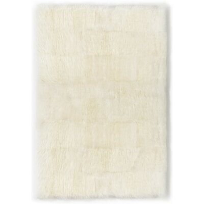 Straight Edge Ivory Area Rug Rug Size: 4 x 6