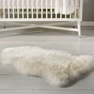 Single Pelt Ivory Area Rug