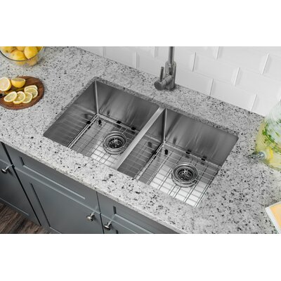 32 x 19 Stainless Steel 16 Gauge Radius 50/50 Kitchen Sink