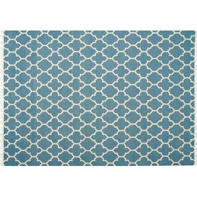 Mackinaw Hand-woven Blue/Beige Area Rug Rug Size: 83 x 116