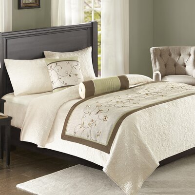 Brierwood Bedscarf and Pillow Set Color: Green