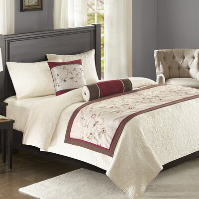 Brierwood Bedscarf and Pillow Set Color: Red