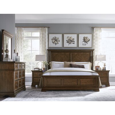 Bonnyrigg Traditional Wood Panel Customizable Bedroom Set