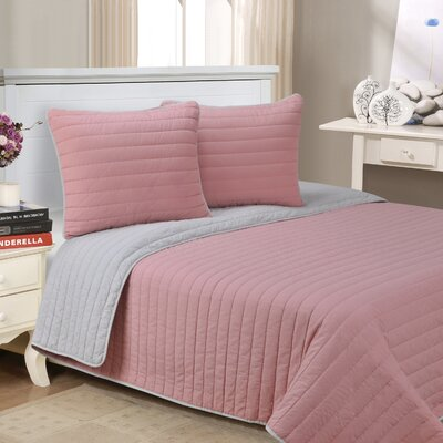Lynnhaven 3 Piece Reversible Quilt Set Color: Pink