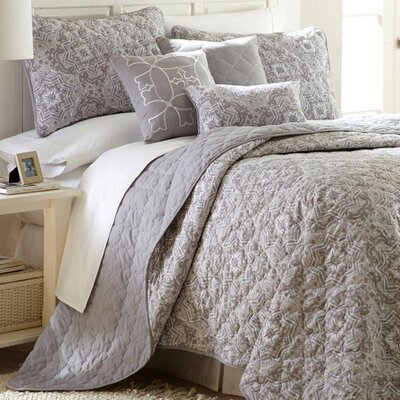 Robinson 6 Piece Reversible Quilt Set Size: King