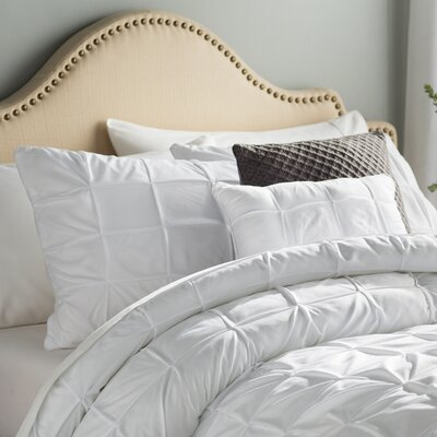 Kelly 5 Piece Comforter Set Color: White, Size: Queen