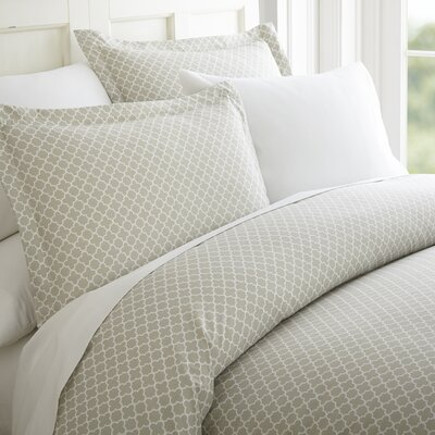 Perley Quatrefoil Duvet Cover Set Color: Gray/White, Size: King