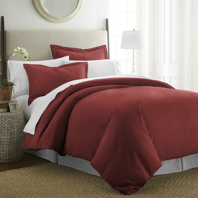 Moran Duvet Set Color: Burgundy, Size: Queen