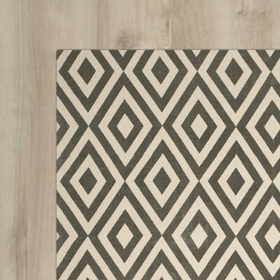 Columbus Circle Hand-Loomed Ivory/Grey Area Rug Size: 5 x 8