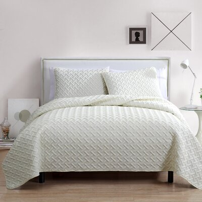 Colosimo Coverlet Set Color: Ivory, Size: Twin