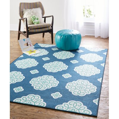 Shumake New Medallion Blue Area Rug Rug Size: 5 x 7