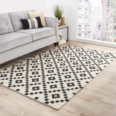 Campbelltown Ivory/Black Area Rug Rug Size: Rectangle 4 x 6