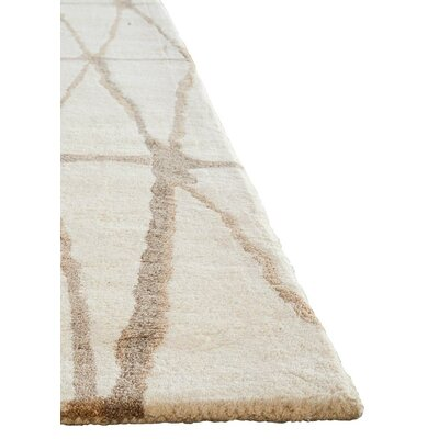 Heiss Hand-Tufted Winter White/Timber Wolf Area Rug Rug Size: Rectangle 5 x 8