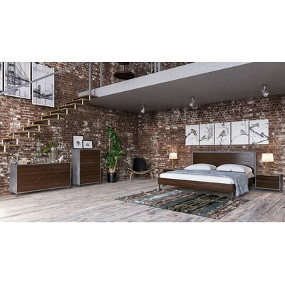 Lipscomb Platform Bed Size: Queen, Color: Light Walnut / Black