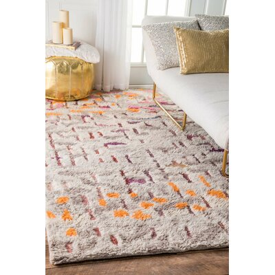 Cleaver Hand-Tufted Beige/Gray Area Rug Rug Size: Rectangle 76 x 96