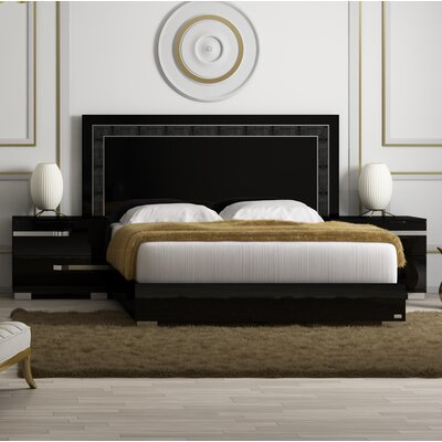 Salerno Panel Bed Size: Queen