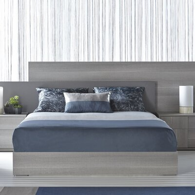 Salerno Panel Bed Size: California King