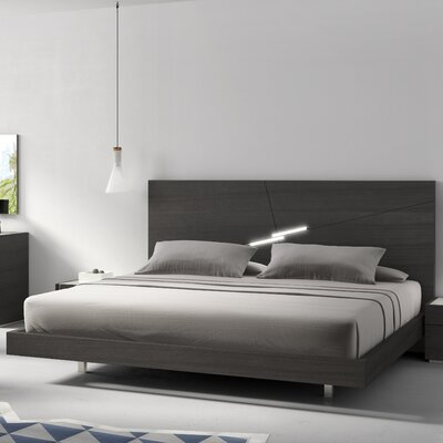 Comet Platform Bed Size: Queen