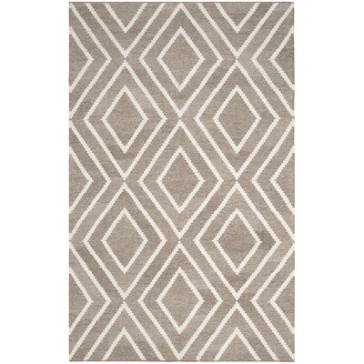 Mata Kilim Hand-Woven Ivory/Gray Area Rug Rug Size: Rectangle 5 x 8