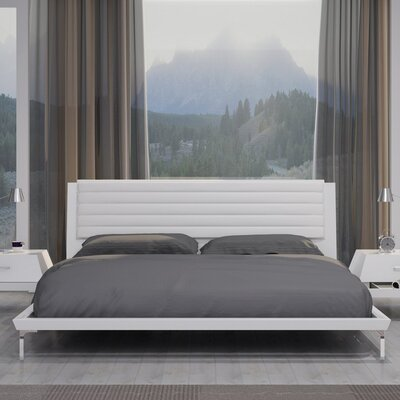 Lane Platform Bed Size: King, Upholstery: White