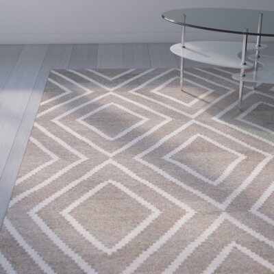 Mata Kilim Ivory/Gray Area Rug Rug Size: Rectangle 4 x 6