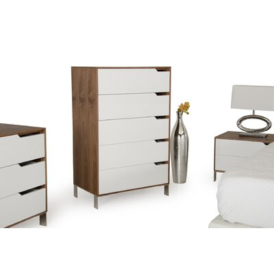 Yaretzi 5 Drawer Chest
