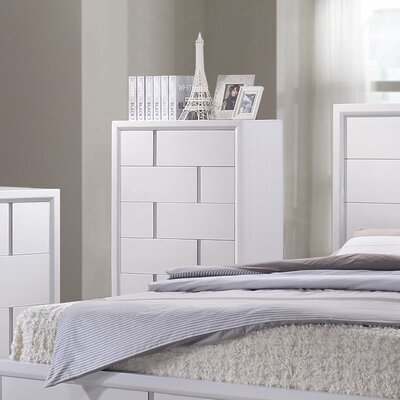 Langford 5 Drawer Chest by Simmons Casegoods Color: White