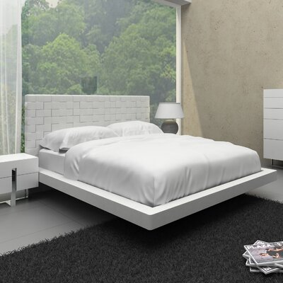 Leraine Upholstered Platform Bed Size: Queen