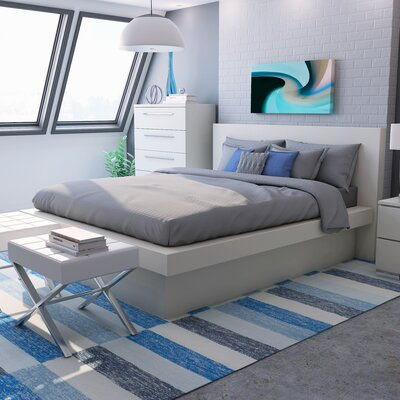 Platform Bed with Rail Seating Size: California King