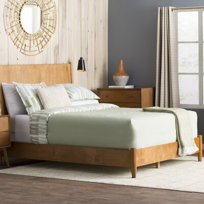Parocela Panel Bed Finish: Acorn, Size: King