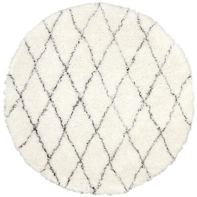 West Hand-woven Moroccan Shag Ivory Area Rug Rug Size: Round 6'