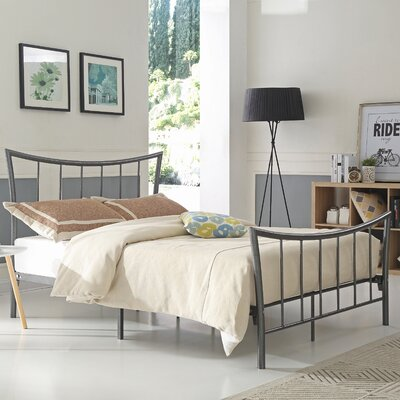 Fernanda Metal Platform Bed Size: Queen