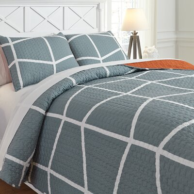 Uma Reversible Coverlet Set Size: Twin