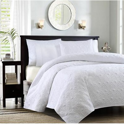 Gaston Coverlet Set Color: White, Size: Twin / Twin XL