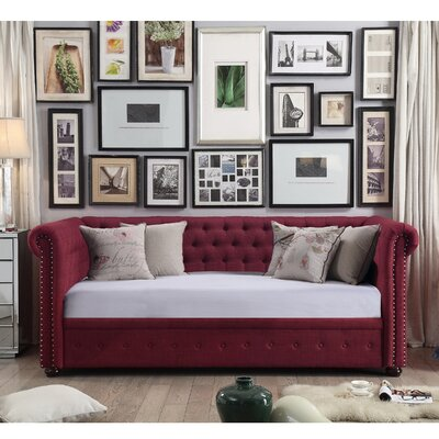 Bannruod Chesterfield Daybed Finish: French Burgundy