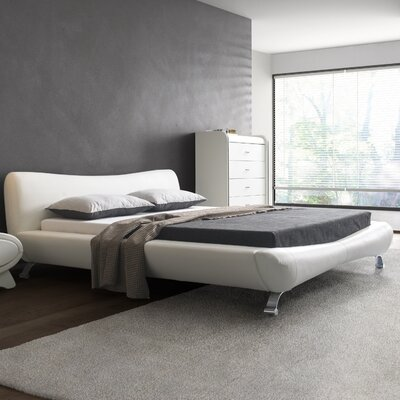 Upholstered Platform Bed Size: Eastern King, Color: White