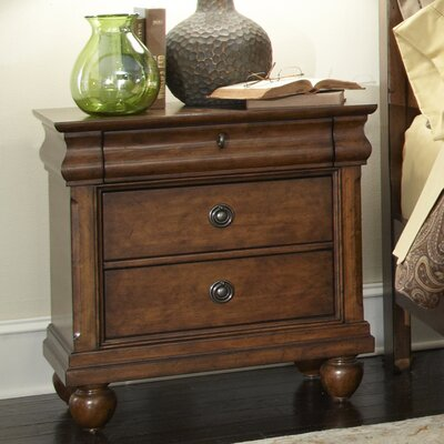 Oreana 3 Drawer Wood Bachelors Chest