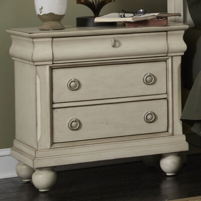 Pinesdale 3 Drawer Bachelors Chest