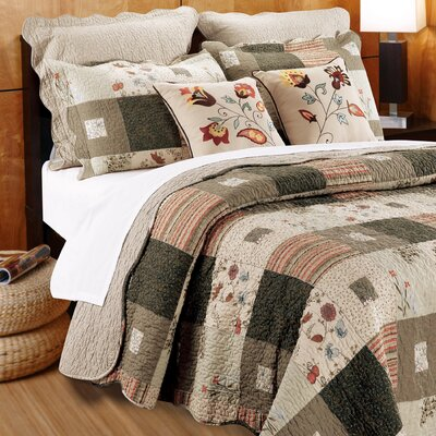 Helma Cotton Reversible Quilt Set Size: King