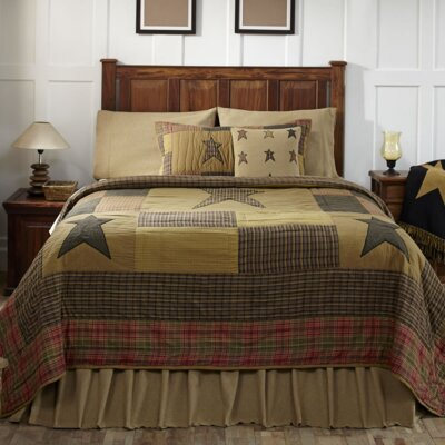 Lilian Quilt Size: Luxury King